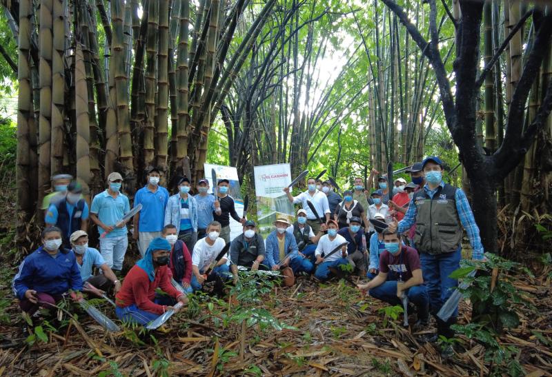 Imagen del articúlo. Participantes de la Escuela de Campo en Manabí